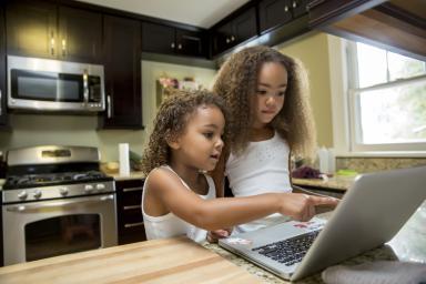 fete-laptop-statisticile-care-ti-spun-ce-sa-faci-cu-afacerea-ta-in-2016-01123