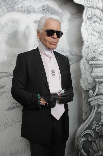 Karl-Lagerfeld-ținută